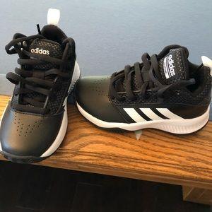 ADIDAS Low Top Sneakers BRAND NEW! Kids 11